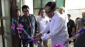 Rektor Unila Gunting Pita Simbolis Terima CSR